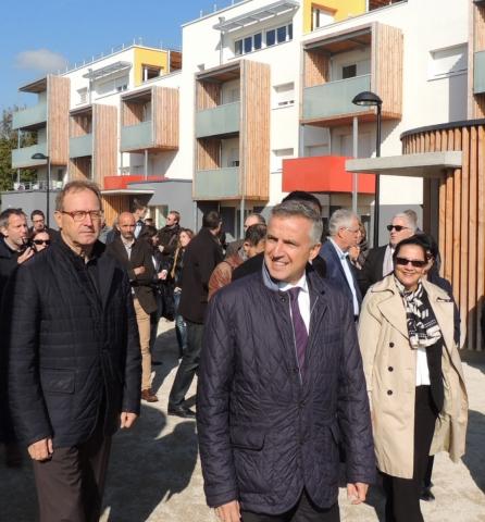 François-Xavier DUGOURD, Président d'Orvitis conduit la visite des premiers bâtiments logement à énergie positive