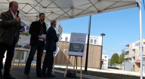 Philippe VIONNET, architecte, et Florent DURUPT, ingénieur technique - C3B pour la présentation du concept architectural et technique